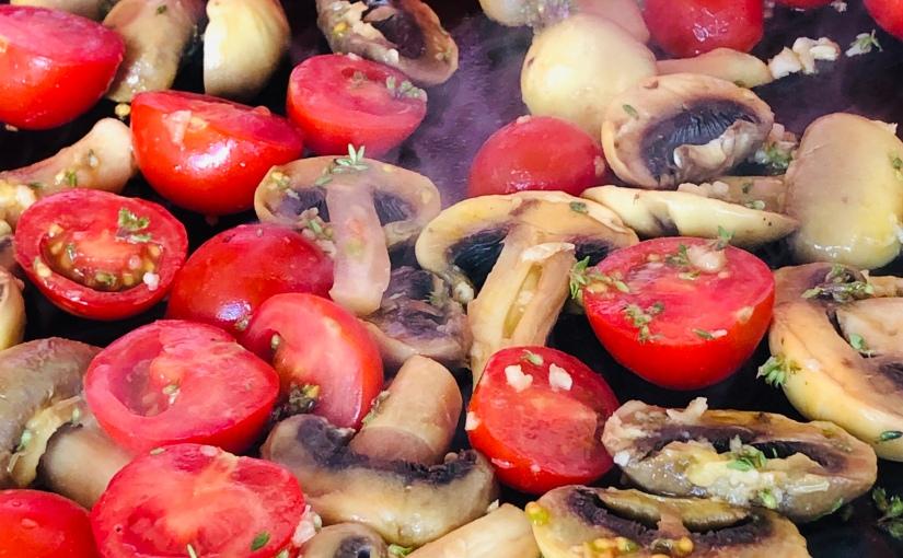 Tomates cerises et champignons marinés à laplancha