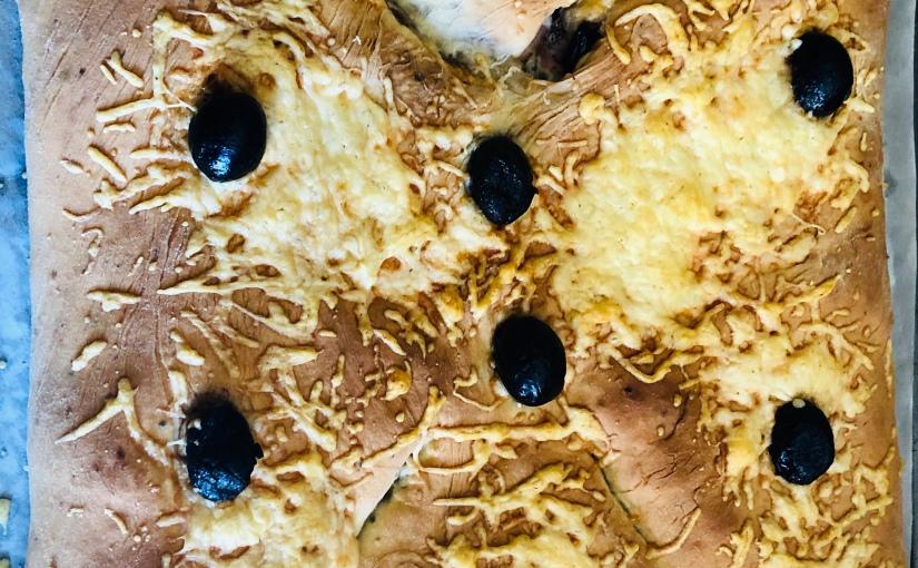 Fougasse garnie jambon-chèvre-olives